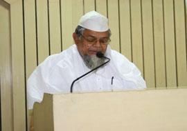 <b>Mufti Ashraf Ali Baqvi</b>